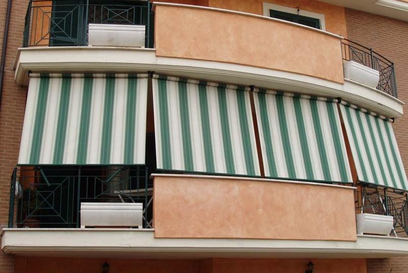 Tenda a molla facciata continua abitazione privata