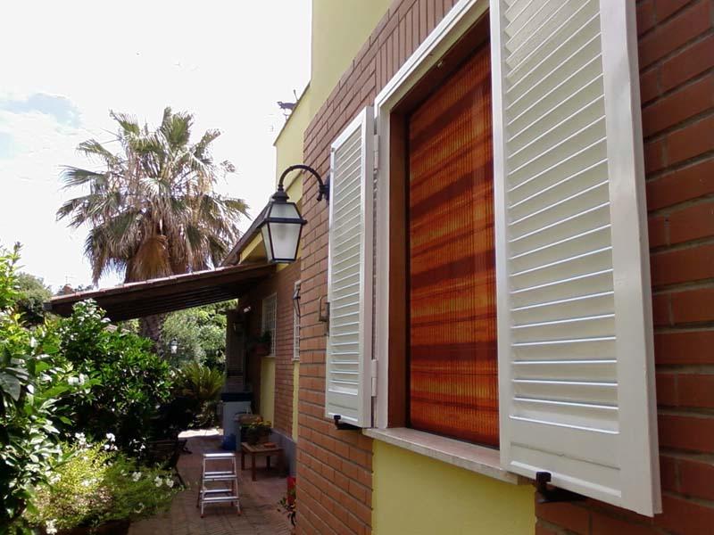 Zanzariera plissettata reti colorate complesso residenziale